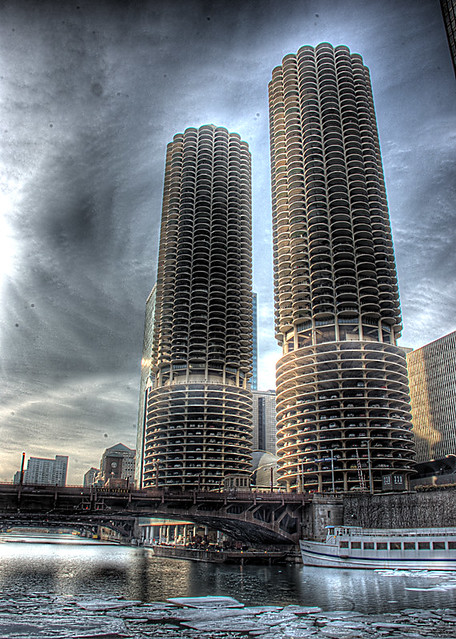 Frozen Chicago River V (Marina City)