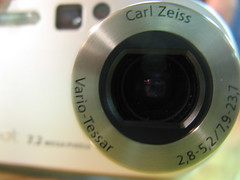 teleconverter(0.0), eye(0.0), cameras & optics(1.0), digital camera(1.0), camera(1.0), single lens reflex camera(1.0), lens(1.0), fisheye lens(1.0), close-up(1.0), camera lens(1.0),