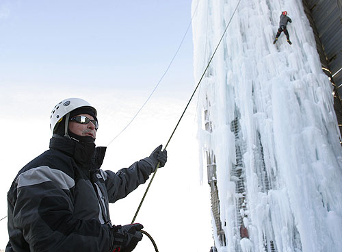 Man Cave Putney : Bldg climbing mt improbable