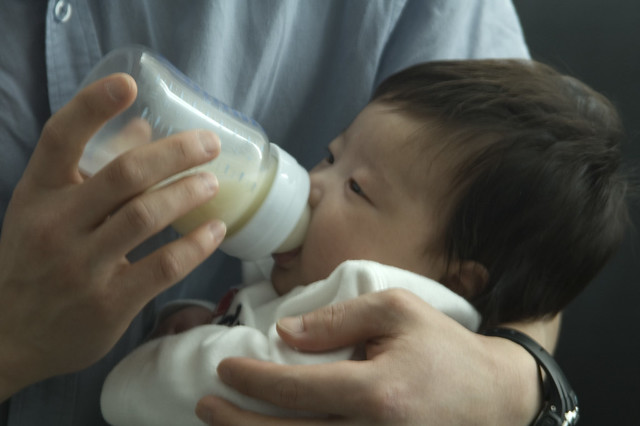 pumped breast milk in a bottle | Flickr - Photo Sharing!: www.flickr.com/photos/taitoh/420526326