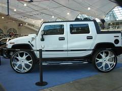 hummer h3(0.0), automobile(1.0), automotive exterior(1.0), sport utility vehicle(1.0), wheel(1.0), vehicle(1.0), hummer h2(1.0), hummer h3t(1.0), bumper(1.0), land vehicle(1.0), luxury vehicle(1.0),