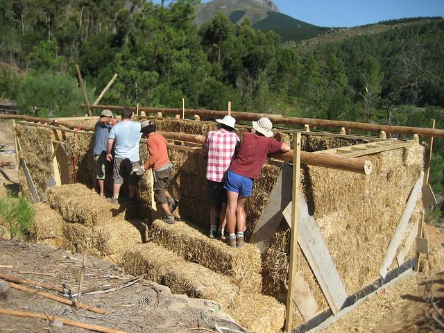 Construyendo una casa de paja