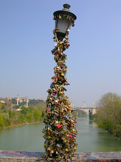 """Eternal love"" in a padlock"
