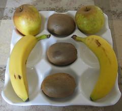 pear(0.0), plant(0.0), banana(1.0), yellow(1.0), produce(1.0), fruit(1.0), food(1.0),