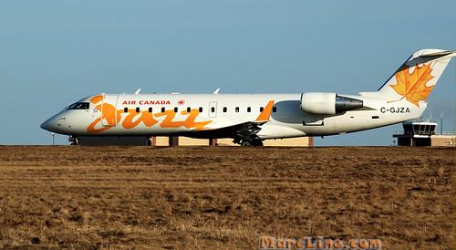 college airport flight jet moncton crj
