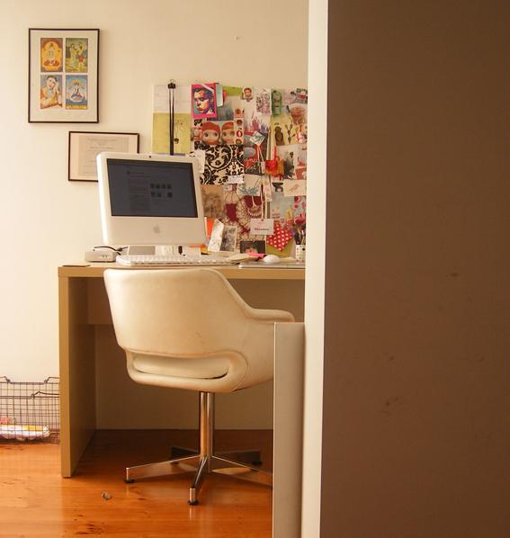 Corner : Desk, Fujifilm FinePix F460