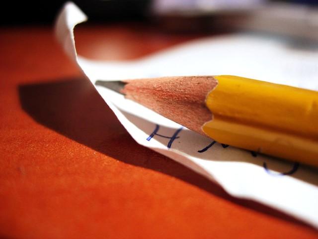 選挙の鉛筆と投票率