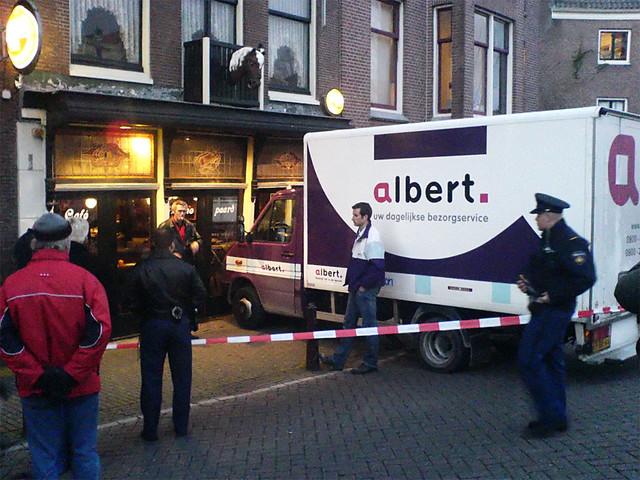 Albert bumps into Café Het Paard