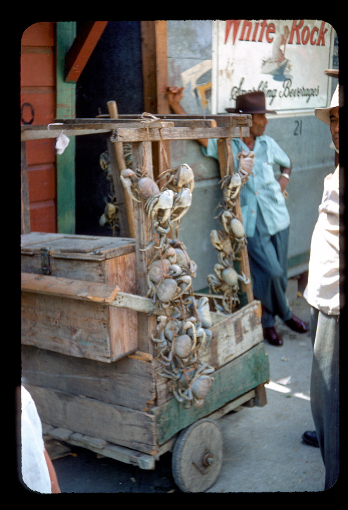 Live crabs for sale by a street vendor in Ponce | #1099 R J