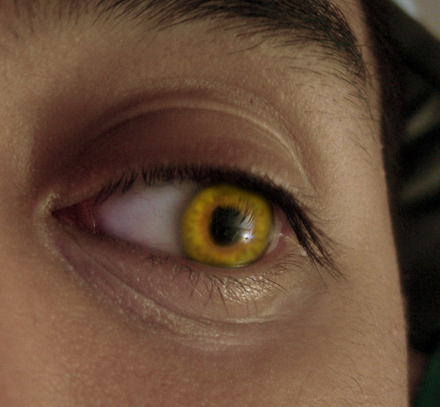 yellow eyes contacts - photo #25