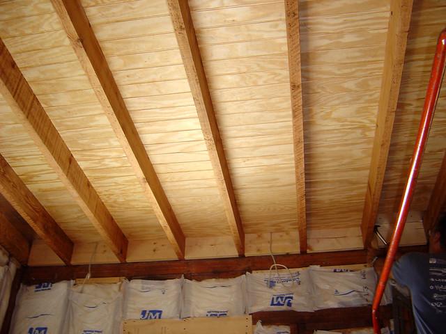 Как сделать красивый потолок из дерева