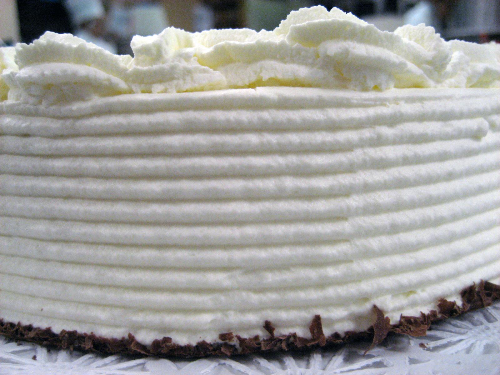 Iced Sponge Cake Round