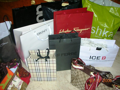 Havin FUN  shopping =P