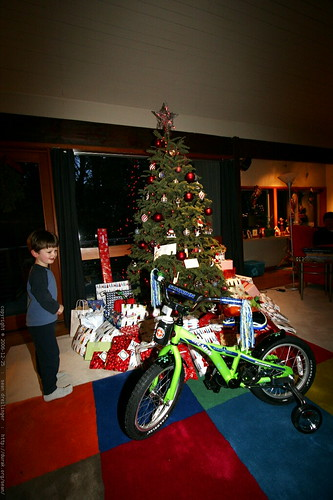 nick discovers the gifts    MG 7322
