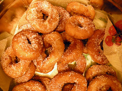 fried food, buã±uelo, baked goods, food, dish, dessert, cuisine, snack food,