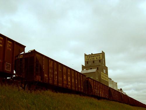 railroad travel train overcast northdakota velva kxlly