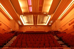 function hall(0.0), ballroom(0.0), stage(0.0), conference hall(0.0), movie theater(1.0), performing arts center(1.0), theatre(1.0), ceiling(1.0), auditorium(1.0), convention center(1.0),
