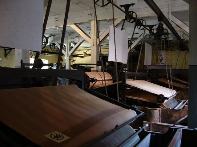 Un día en una fábrica de papel en el siglo XIX era algo así