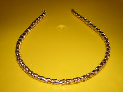 jewellery(0.0), bangle(0.0), diamond(0.0), gold(0.0), circle(0.0), bracelet(0.0), yellow(1.0), headpiece(1.0), chain(1.0), necklace(1.0),