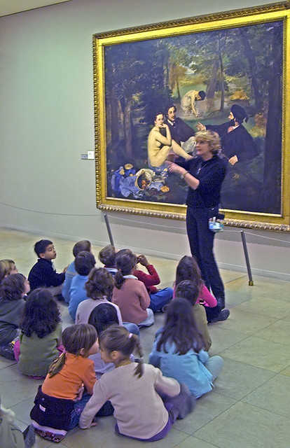 Young visitors enjoy le Dejeuner