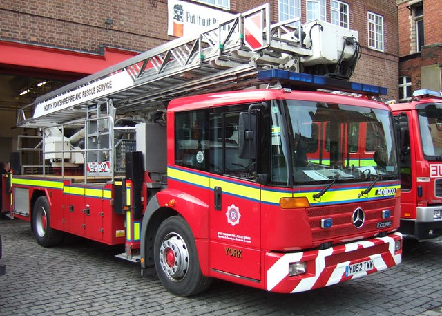 TURNTABLE FIRE ENGINE