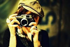 [フリー画像素材] 人物, 女性, 家電機器, カメラ, 帽子 ID:201302030600