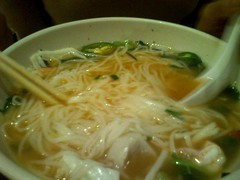 noodle(1.0), okinawa soba(1.0), noodle soup(1.0), misua(1.0), janchi guksu(1.0), kalguksu(1.0), food(1.0), dish(1.0), chinese noodles(1.0), vermicelli(1.0), soup(1.0), cuisine(1.0), udon(1.0),