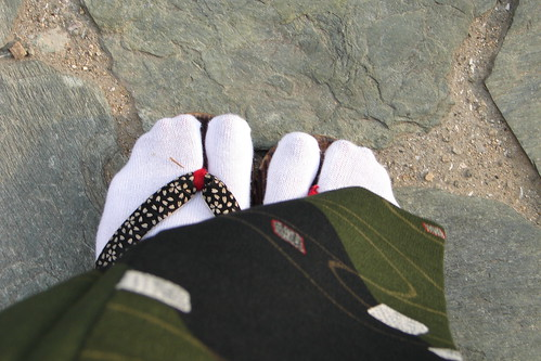 My toes in geta and tabi