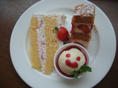 i loved this cafe! the cakes were delicious!