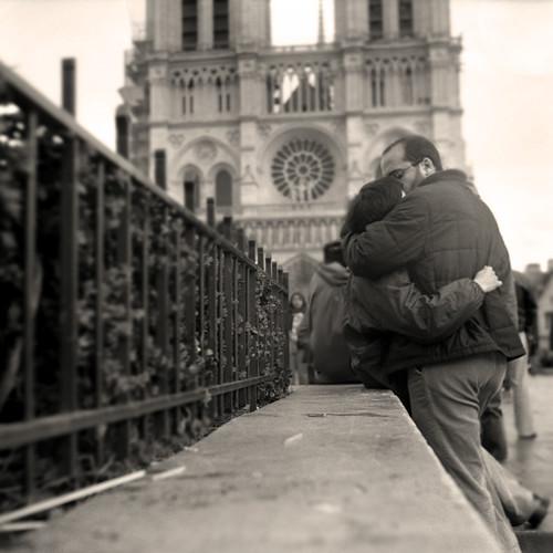 Notre Dame Kiss