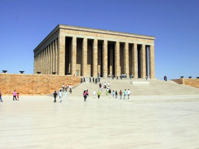 Anıtkabir by CC user jries on Flickr