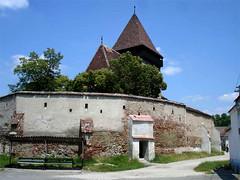 Copsa, église entouré de mur by Julie70