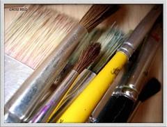 pen(0.0), cue stick(0.0), brush(1.0),