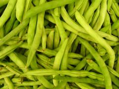 pea(0.0), plant(0.0), snap pea(0.0), bird's eye chili(0.0), fruit(0.0), dish(0.0), crop(0.0), vegetable(1.0), green bean(1.0), produce(1.0), food(1.0), common bean(1.0),