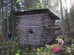 outdoor structure, hut, log cabin, outhouse, shed,