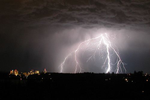 seattle longexposure light storm weather night washington nikon coolpix5700 view explosion bolt strike mercerisland lightning bellevue thunder lightningstorm boltlightning p1f1