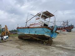 ship(0.0), sea(0.0), fishing trawler(0.0), caravel(0.0), galleon(0.0), vehicle(1.0), mast(1.0), watercraft(1.0), shipwreck(1.0), boat(1.0),