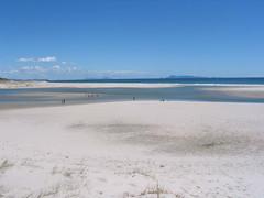 arctic ocean(0.0), arctic(0.0), winter(0.0), snow(0.0), loch(0.0), lake(0.0), wind wave(0.0), mudflat(0.0), lagoon(1.0), horizon(1.0), beach(1.0), sand(1.0), sea(1.0), body of water(1.0), natural environment(1.0), shore(1.0), coast(1.0),