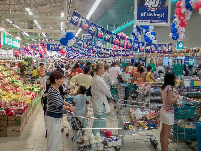 Gedränge an der Supermarktkasse