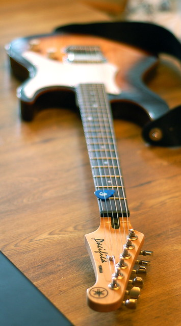 Restringing A  String Acoustic Headstock Yamaha Over Or Under
