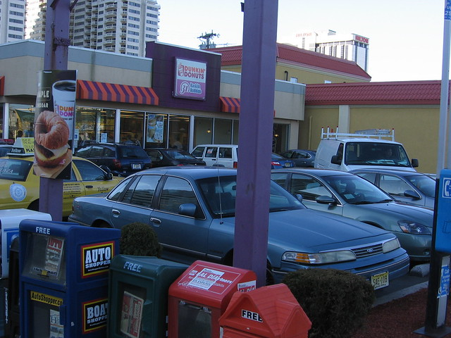 The Parking Lot At Dunkin 39 Donuts Was Full Flickr