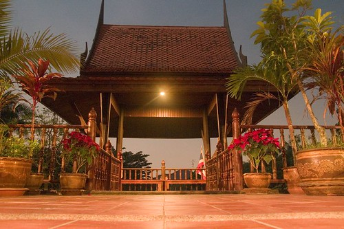 Nonthaburi - Thai House - patio at night