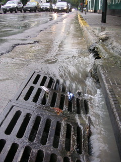Rushing water in the streets of Buenos Aires (Photo: Beatrice Murch)