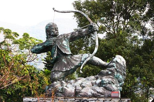 0U24台東延平鄉公所射日雕像