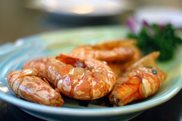 Pan-fried soy sauce shrimp