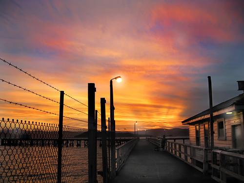 ocean street new blue sunset sea orange cloud lamp beauty yellow canon point coast pier fisherman wire dusk howard shed powershot zealand wharf lower barb 1000 splendour hutt kurdulija a550