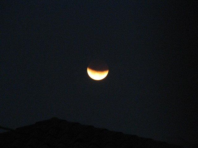 Moon Eclipse Tonight http://www.flickr.com/photos/neoslv/409329219/