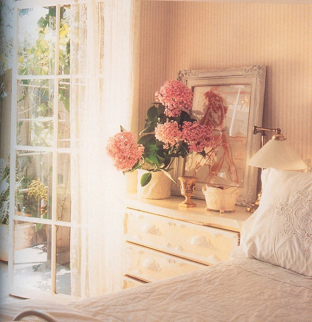 Romantic white bedroom decorating ideas flickr photo - Dormitorios vintage chic ...