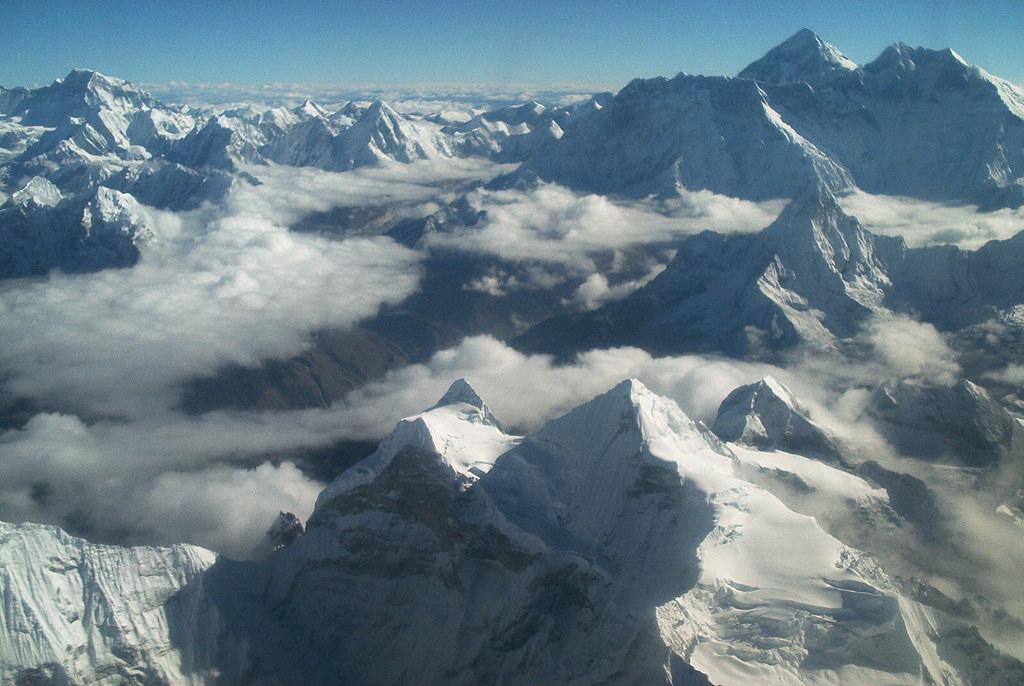 エベレストを上空から見下ろした風景