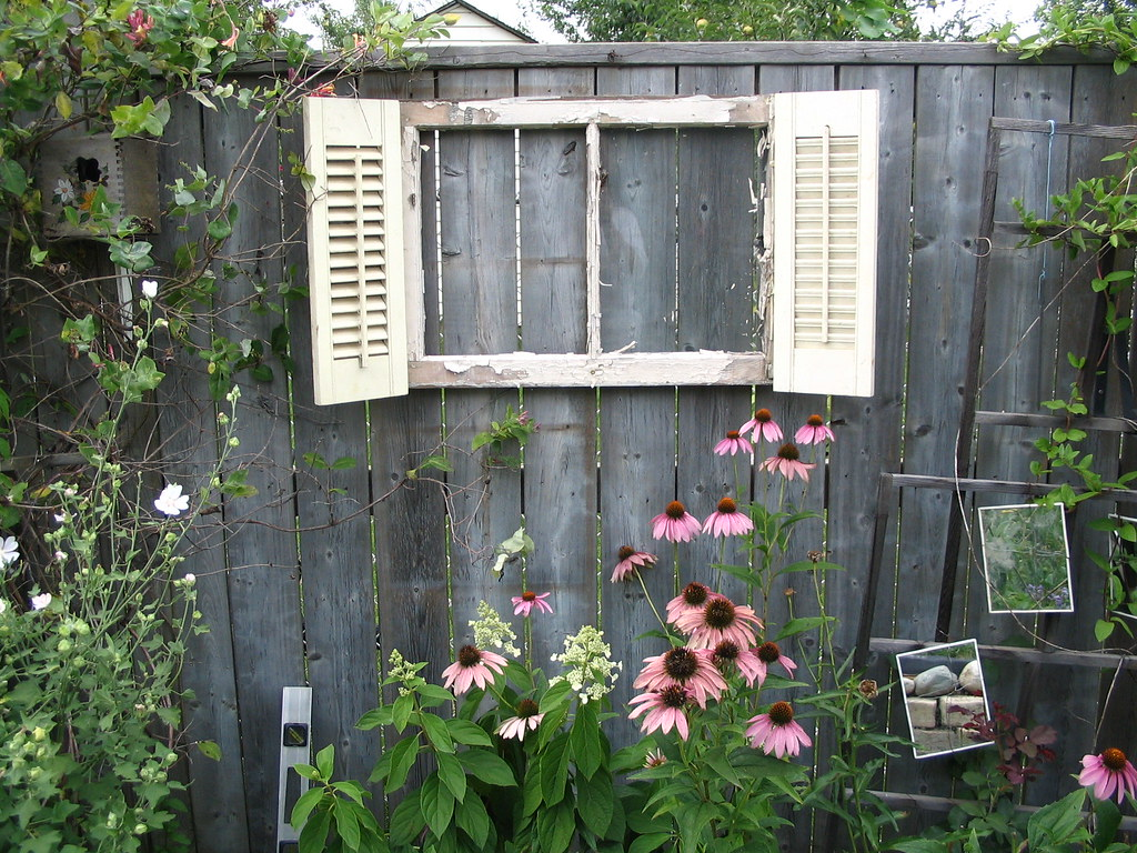 Garden shed hall of fame patricia 39 s shed garden art for Backyard art
